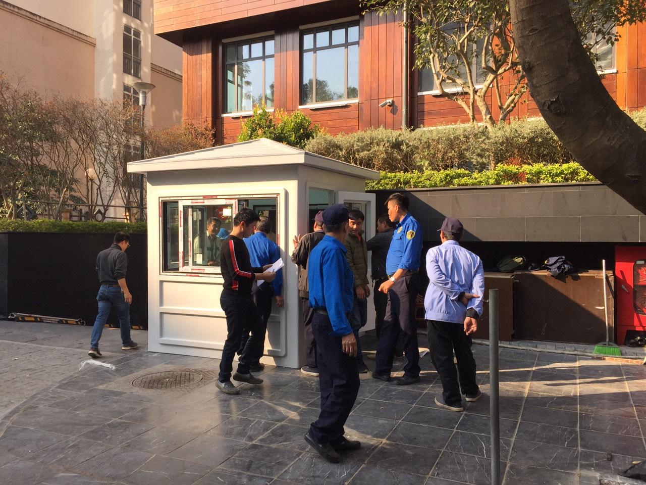 Lắp đặt chốt bảo vệ toà nhà