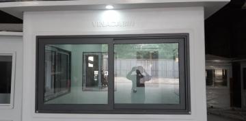 Nhà bảo vệ Vinacabin có logo đúc nổi trên thân